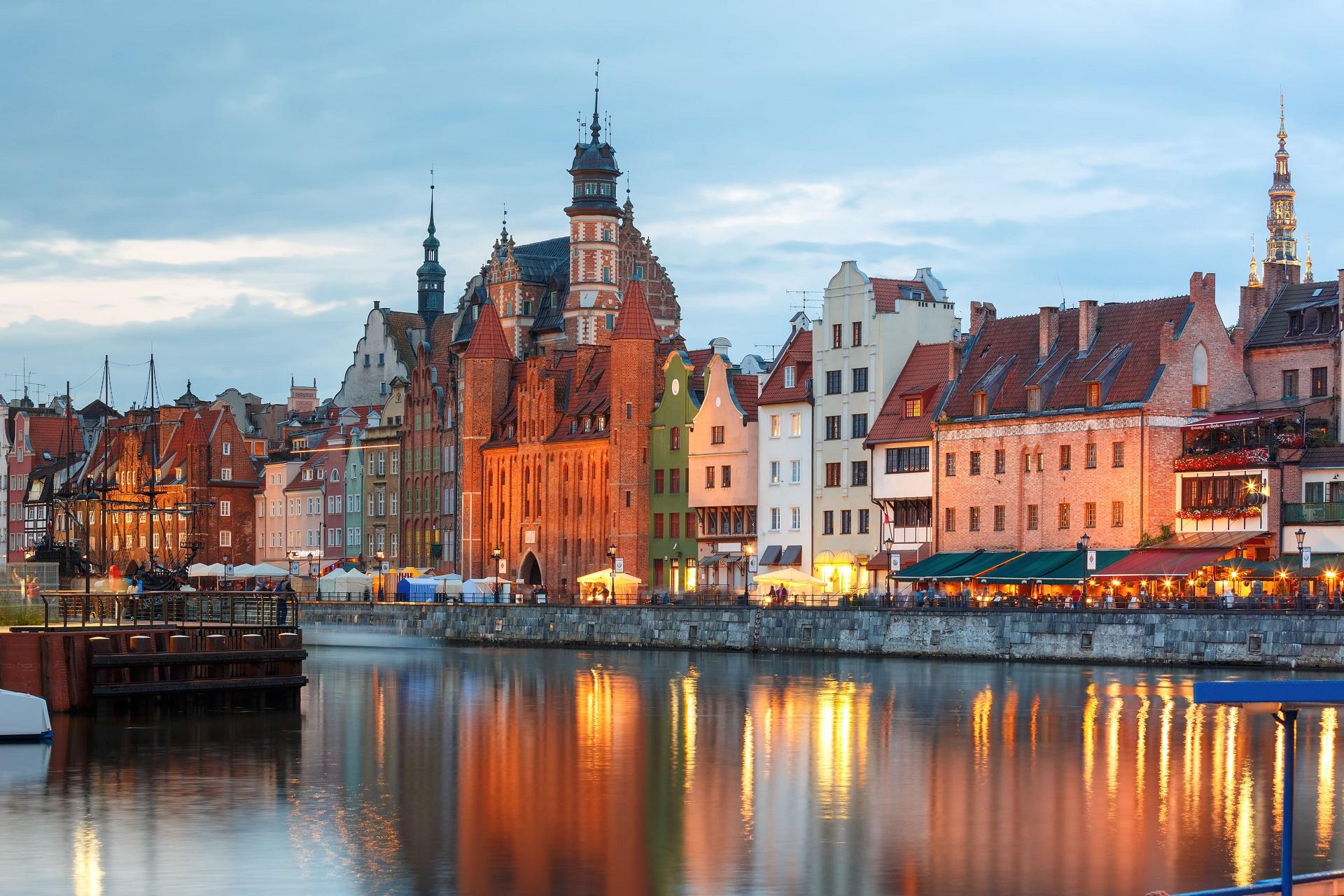 old-town-motlawa-river-gdansk-poland