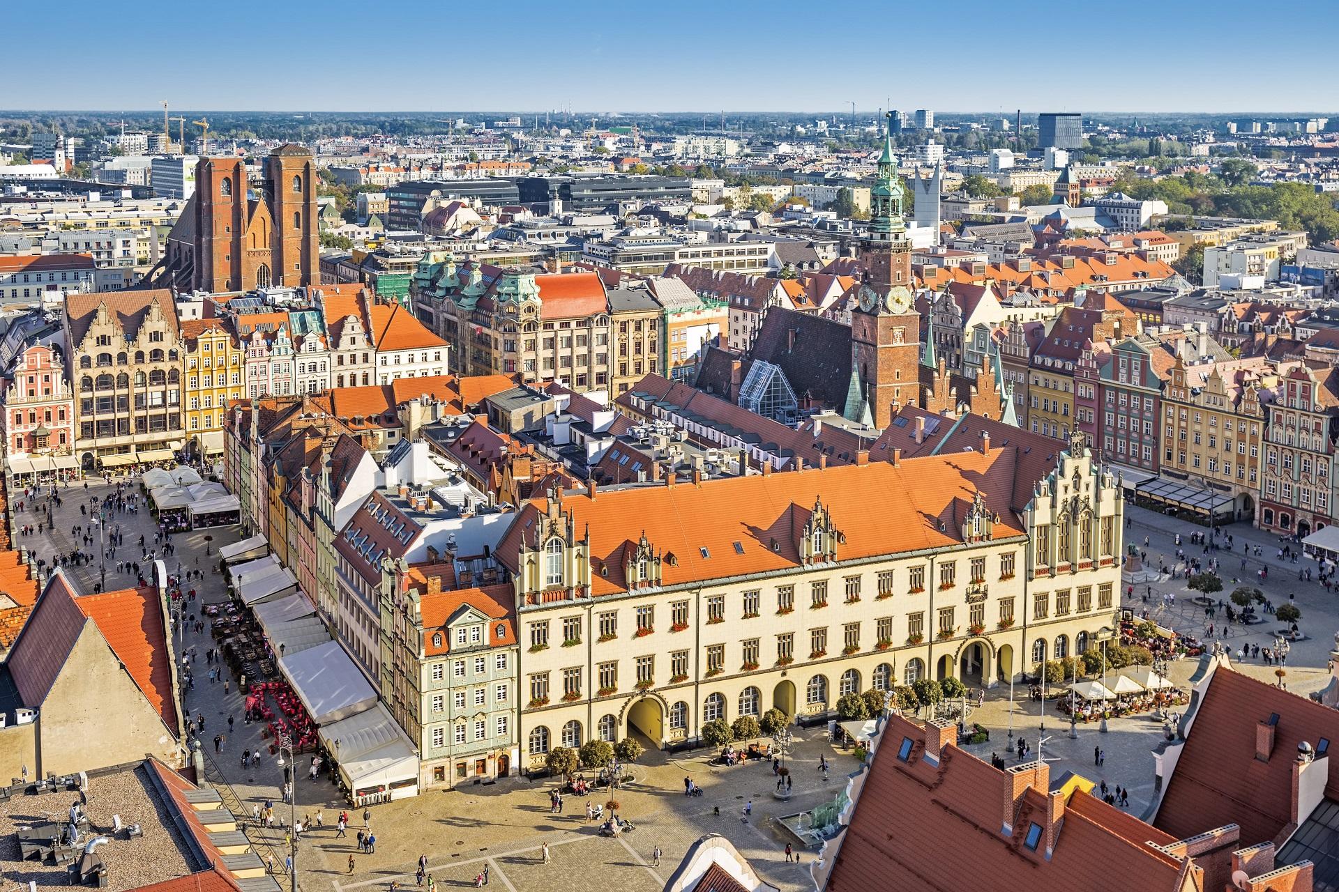 wroclaw-with-rynek-city-hall-wroclaw-poland